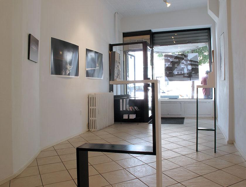 (image: http://meyer-ebrecht.com/Content/../Archive/ExhibitionFolder/ExhibitionsDunkleWolke/bme11-storefront_4_web.jpg)