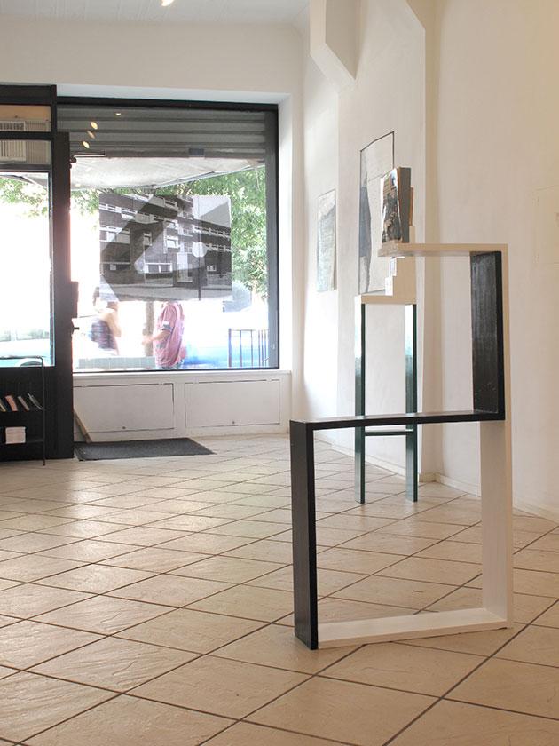 (image: http://meyer-ebrecht.com/Content/../Archive/ExhibitionFolder/ExhibitionsDunkleWolke/bme11-storefront_5_web.jpg)